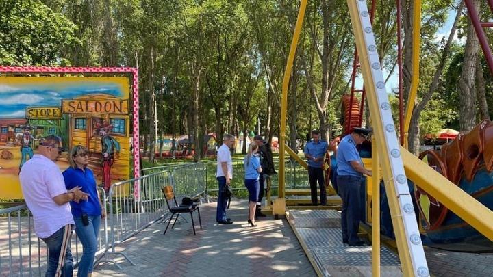 Оператора детского аттракциона в парке Гагарина оштрафовали за оторванное колесо