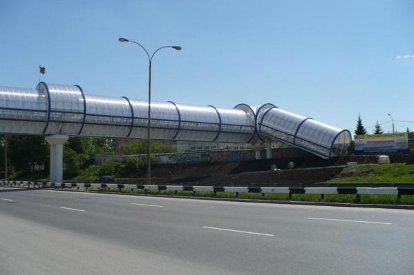 На ЕКАД построят 100-метровый надземный пешеходный переход