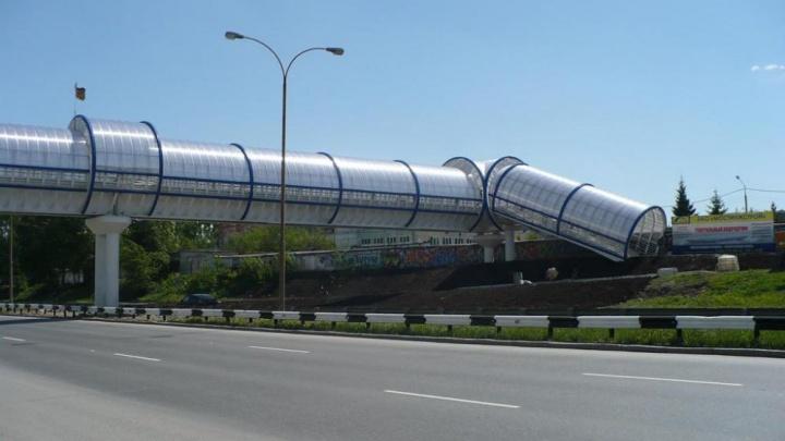 На ЕКАД построят надземный пешеходный переход-гигант с лифтами