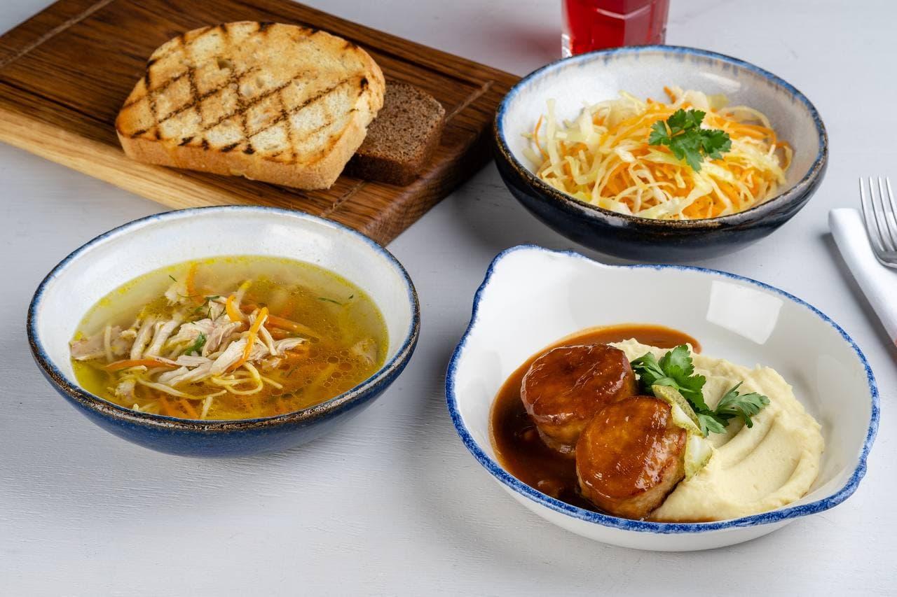 Обед из трех блюд обойдется примерно в 400 рублей