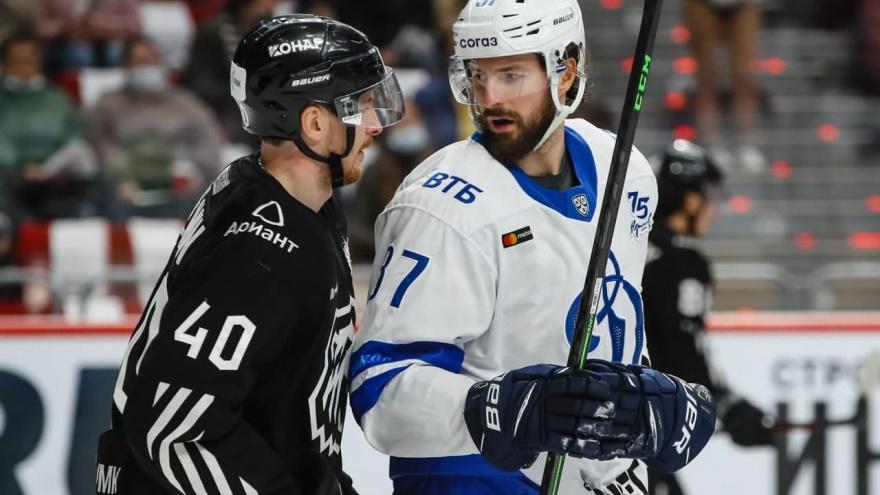 «Трактор» дома обыграл московское «Динамо» и вышел на первое место в КХЛ
