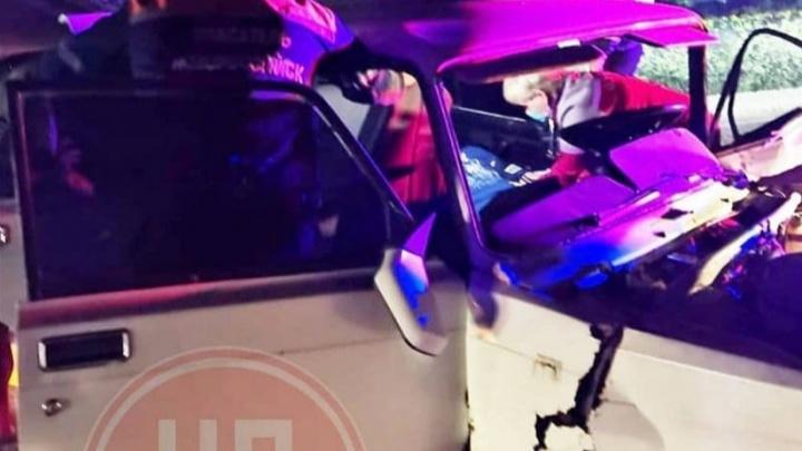 В Новороссийске в лобовое ДТП попала полицейская машина, двое пострадали