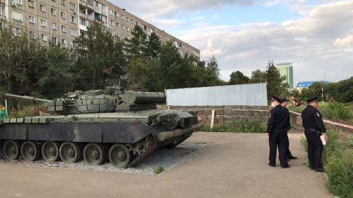 Оцепление у танка на Щербанёва продолжается. Саперы приезжали, но теперь не могут найти снаряд