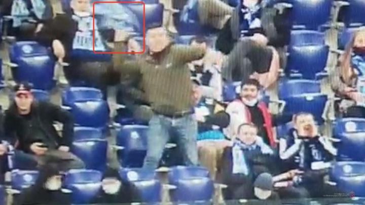 Разгневанный фанат «Ротора» швырнул шарф на поле «Волгоград Арены»
