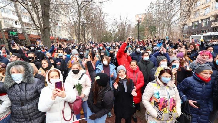 «Мы задумываемся, когда на площади выходят люди»: Голубев — о протестах в Ростове и «дворце Путина»