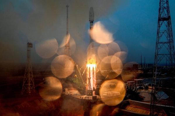 """Во время пуска ракеты шел <nobr class=""""_"""">дождь —</nobr> из-за этого на фото появились красивые блики"""