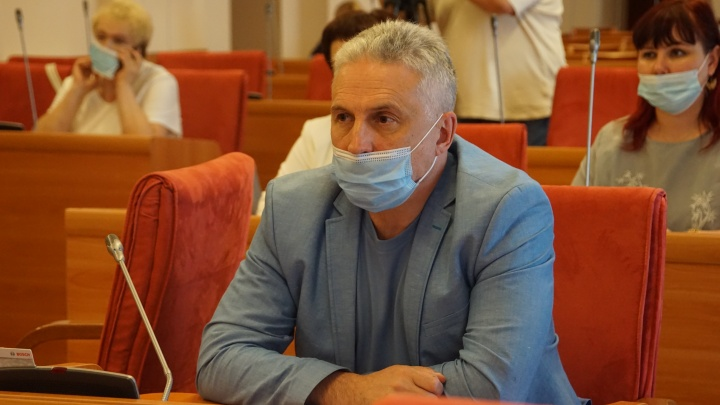 «Заболеваемость выросла в два раза за неделю»: депутаты облдумы обратятся к ярославцам из-за ковид