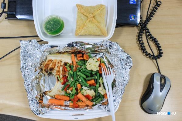 Диета — не голодовка. Разнообразное питание поможет достичь цели и не сорваться на офисные вкусняшки