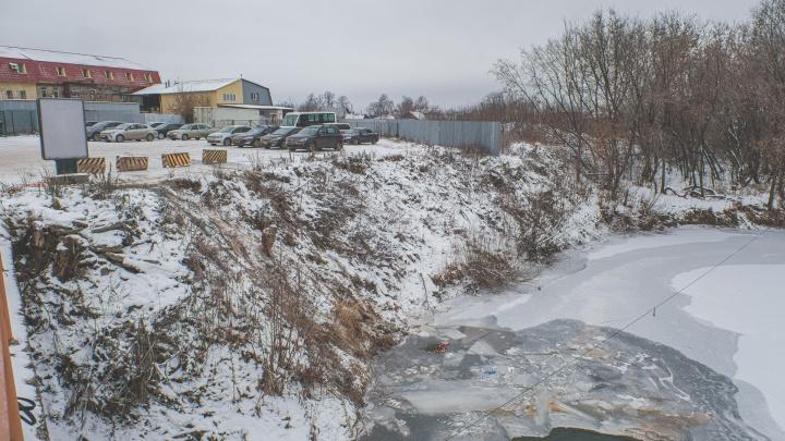 Парковка у реки Мулянки, где осенью погибли женщина иребенок, оказалась незаконной