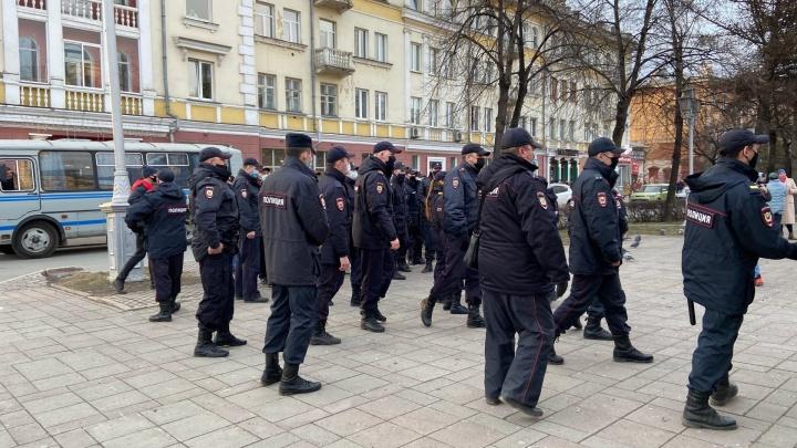 В Кемерово на несанкционированной акции в поддержку Алексея Навального начались первые задержания