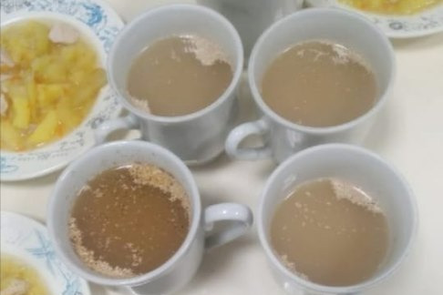 «Еда холодная, непонятно, что за порошок в стакане»: отец ученика пожаловался на питание в «Долине знаний» Волгограда