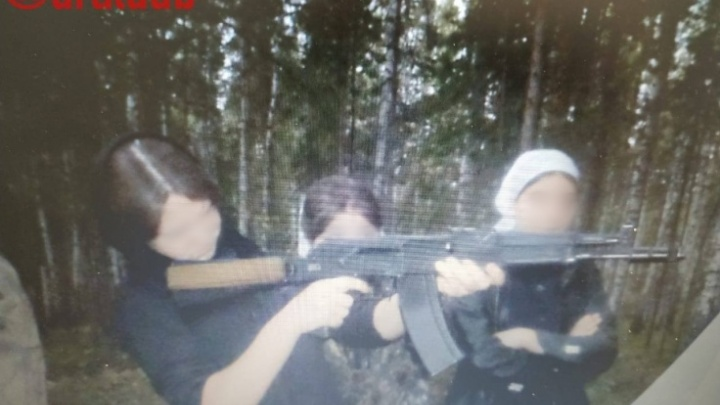 В Среднеуральском монастыре объяснили, откуда взялись фотографии детей с оружием