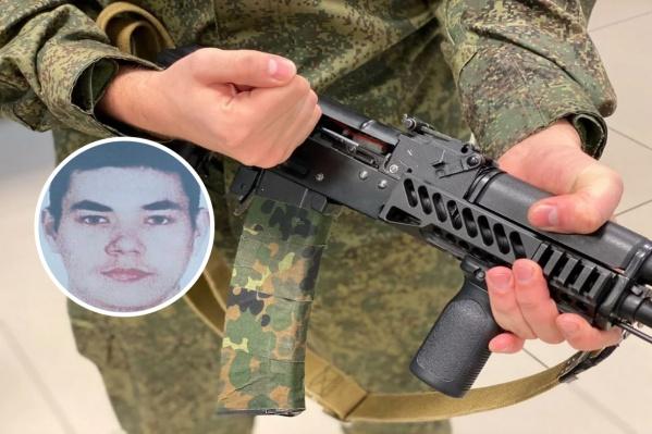 Двадцатилетний солдат проходил срочную службу