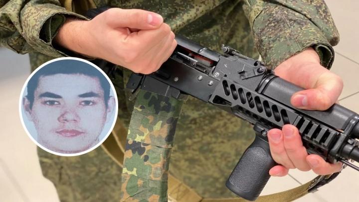 Из воинской части на Урале сбежал тюменский срочник. При себе у него автомат и штык-нож