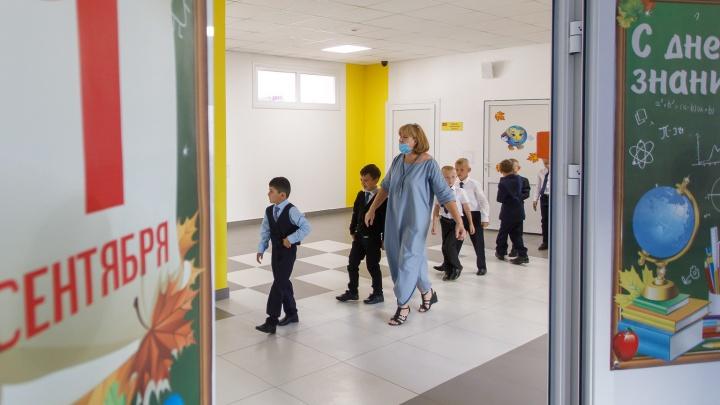Новая школа и фото за забором: как Волгоград встречает 1 Сентября