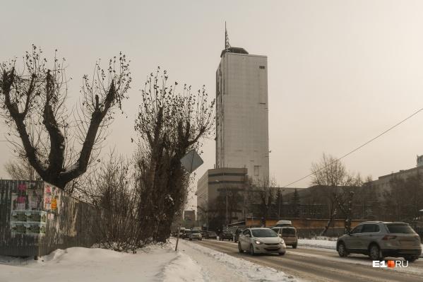 Сейчас на улице Героев России стоит только недостроенный небоскреб «Призма», который должны снести