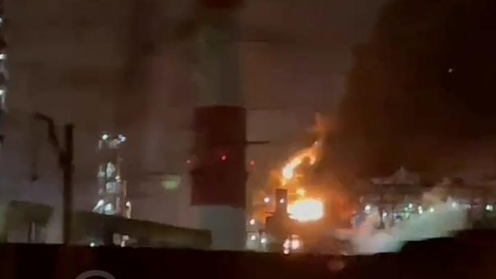 Высота пламени 10метров: на нефтеперерабатывающем заводе в Уфе загорелся трубопровод