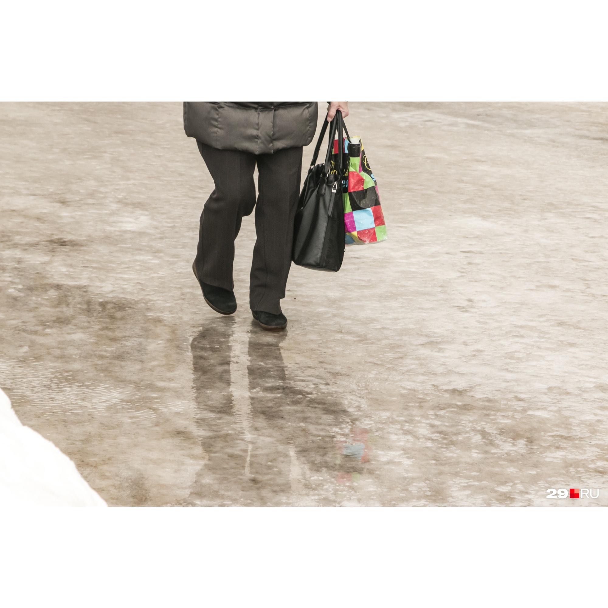 А вы бы стали натирать свою обувь наждачкой и приклеивать на подошву песок?
