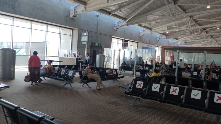 Новосибирцы не могут улететь с Кипра — самолет опаздывает на 11 часов