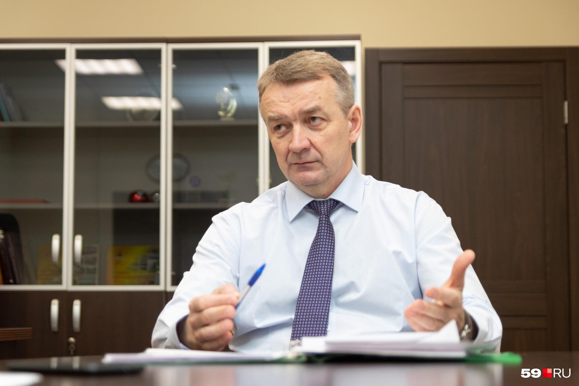 По словам главы района, все значимые проекты согласуются с депутатами
