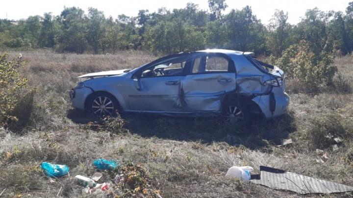В Ростовской области водитель погибла на трассе, пытаясь выгнать осу из салона машины