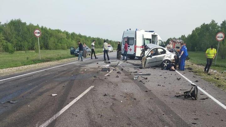 Тягач разорвал иномарку на трассе Волгоград — Москва. Двое погибли, двое тяжело ранены