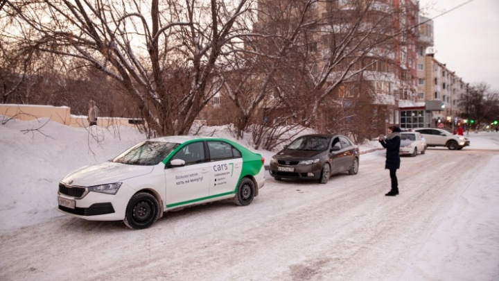 В Тюмени в мороз заглохла каршеринговая машина. Почему так вышло?