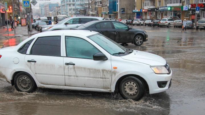 На промывку и ремонт ливневок в Ростове выделили 60 млн рублей