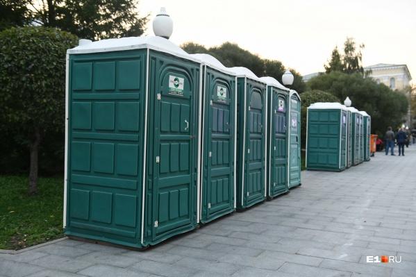 В этом году туалетов и мусорных контейнеров будет столько же, сколько и в прошлом. Но людей при этом должно быть больше