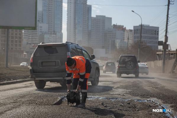 Департамент транспорта отчитался о доходах своих сотрудников. В список попали руководители МКУ, которые отвечают за ремонт и уборку дорог, мостов и схему движения транспорта