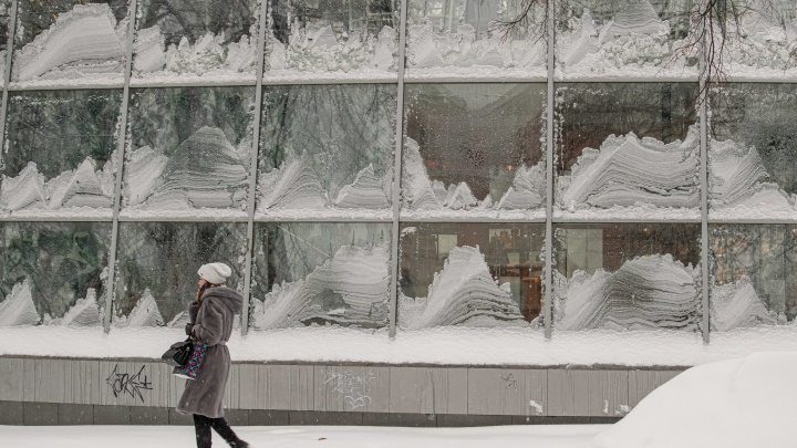 Новосибирск скрылся всугробах— смотрите снежные фото сулиц города