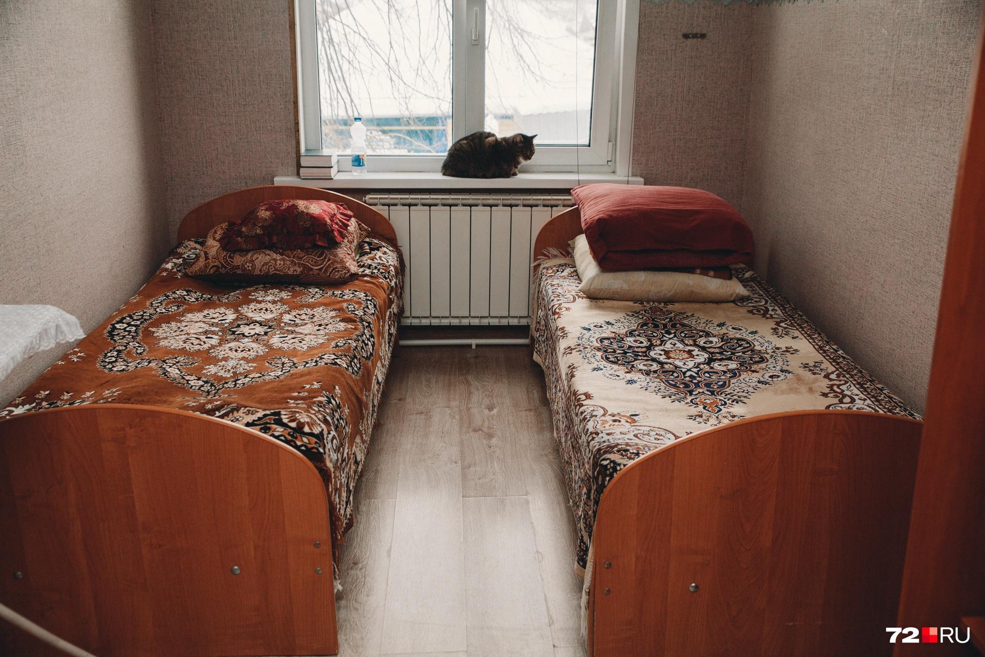 Одна из комнат для проживающих. В соседней во время репортажа отдыхали после работы мужчины