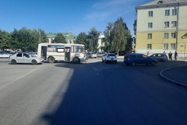 ДТП с ПАЗом произошло на перекрестке возле вокзала