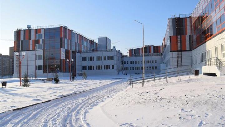 В Пашенном достроили самую большую школу в Свердловском районе