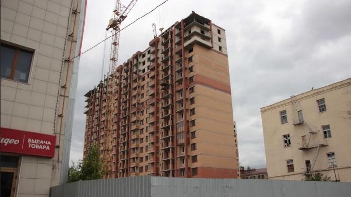 В центре Омска сдадут многоэтажку с подсветкой