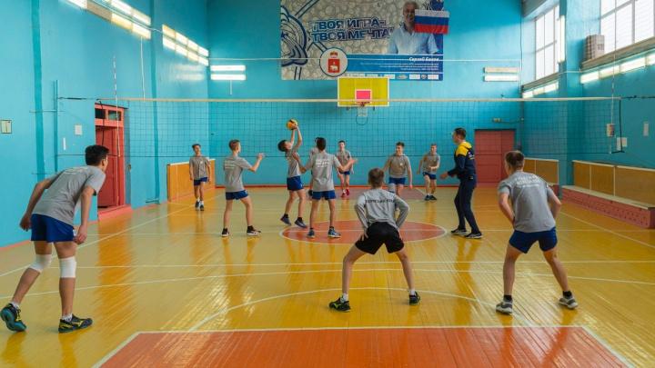 Чемпионы из Коммунара. Школьная волейбольная команда из умирающего поселка покоряет федеральные турниры