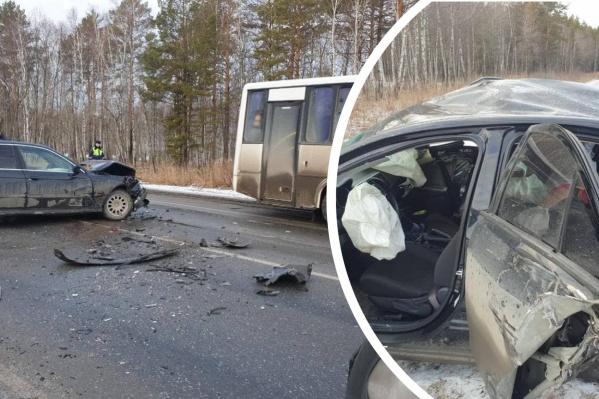Японский автомобиль серьезно пострадал при столкновении