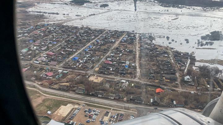 Половодье-2021: спасатели и журналисты осмотрели последствия паводка с вертолета. Фоторепортаж NN.RU