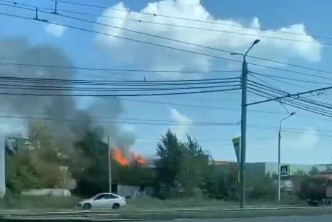 В Челябинске вспыхнул пожар на фабрике «Краснодеревщик»