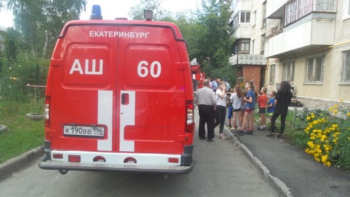 Мужчина много пил и жил в квартире без газа: подробности пожара со взрывом на Уралмаше