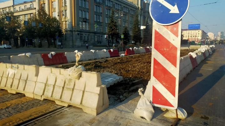 На главной площади Екатеринбурга водителям запретили левые повороты