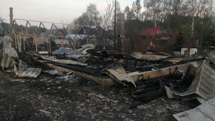 В поджоге садов на Чусовском тракте заподозрили маленьких детей. Их уже допросили