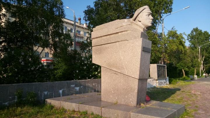 Власти ищут подрядчика для реставрации в Архангельске памятника герою Гражданской войны Роману Куликову