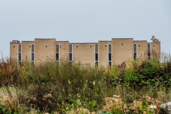 Пермский крематорий начали строить еще в 2013 году, но он до сих пор не завершен