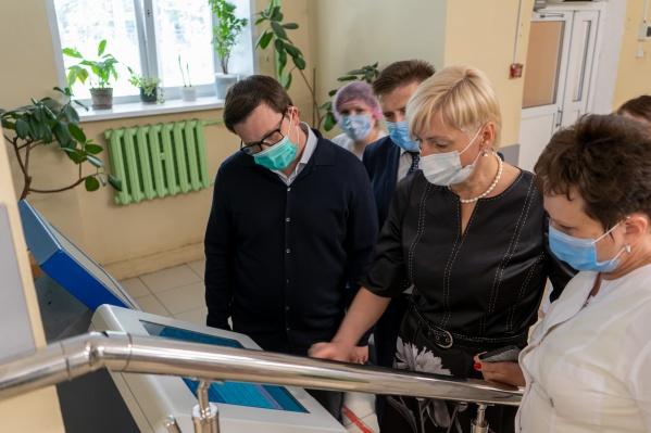 Ирина Ивенских и Антон Немкин побывали и в детской школе искусств, где были приятно удивлены количеством дипломов и наград краевых и всероссийских конкурсов