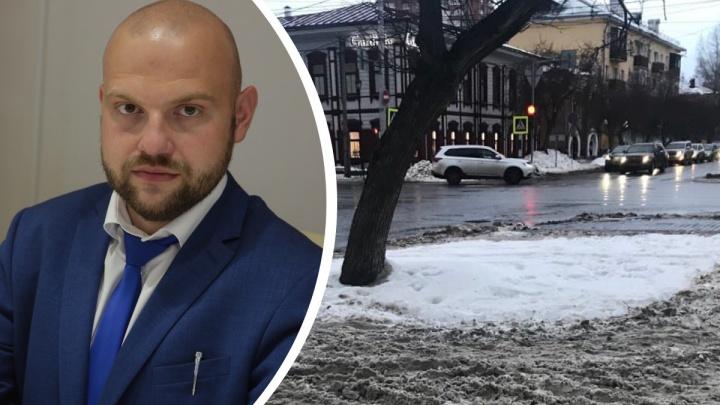 Склады снега, грязные тротуары и польза реагентов: глава горхозяйства Красноярска ответил за всё