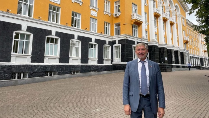 «Единая Россия» выступила за ежегодное повышение МРОТ