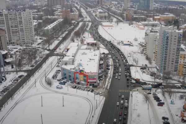 Частично дорогу закрыли за ТЦ «Апельсин»