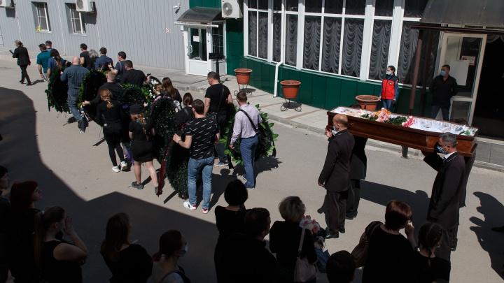 В Волгограде семьям погибших школьниц выплатили помиллиону рублей материальной помощи
