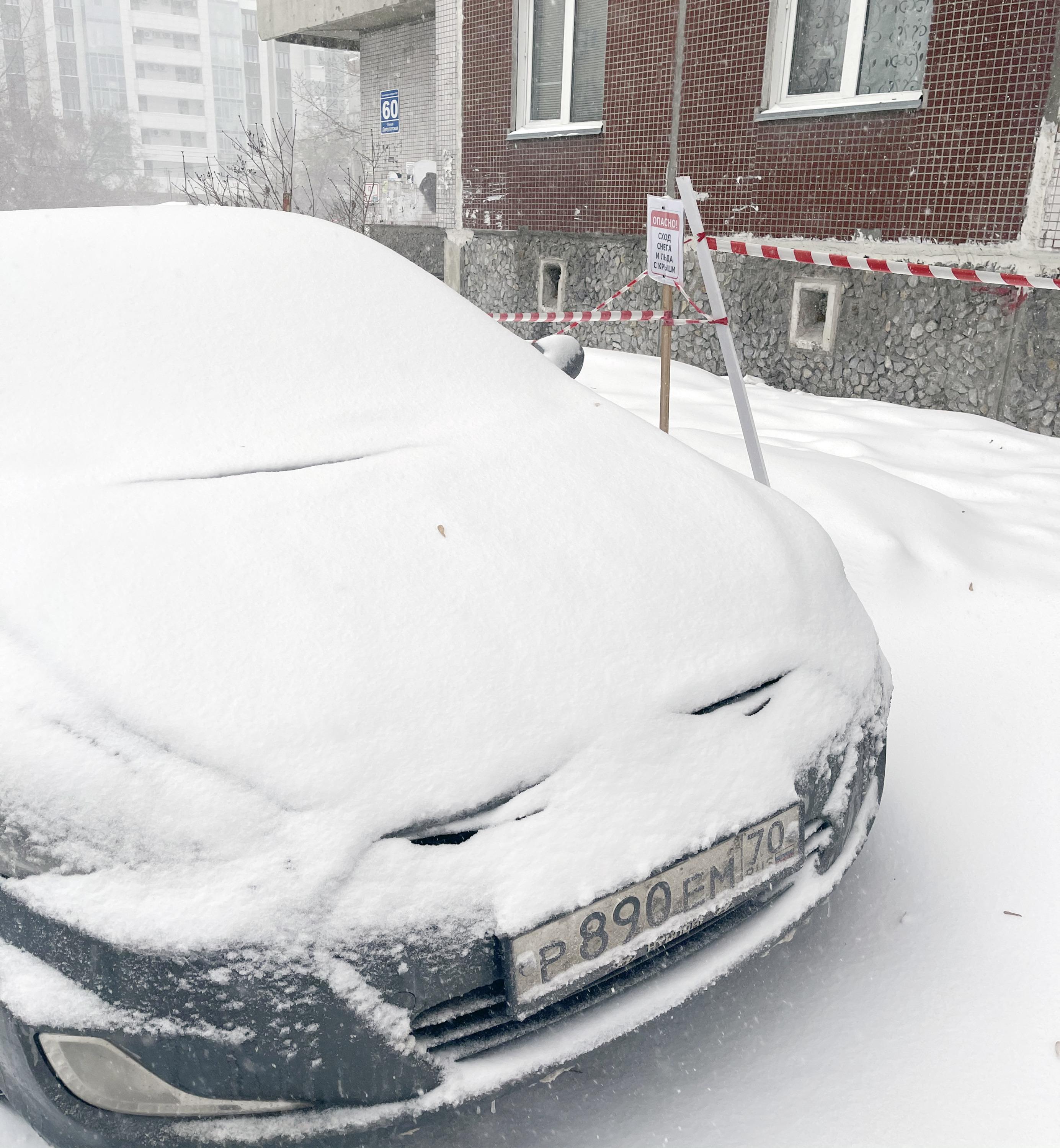Игнорирует предупреждение о сходе снега